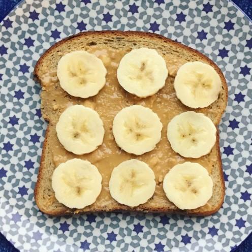Tartine grillée banane beurre de cacahuètes 300dpi 2448